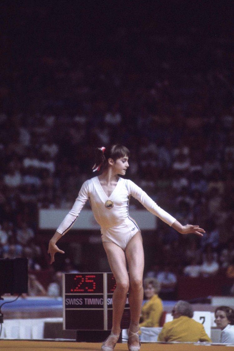 被譽為20世紀最偉大女運動員科馬內奇(Nadia Comaneci)在1980年...