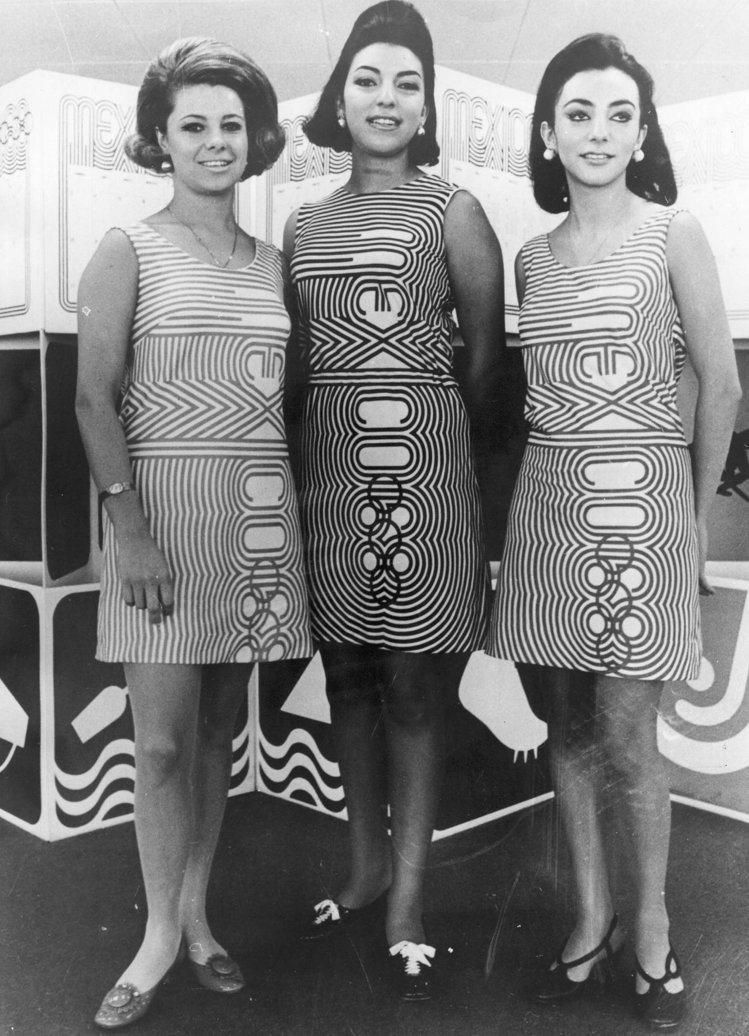 1968年墨西哥城奧運會上的志願者穿著迷你裙,這是當年最具時代標志性的裝束。圖文...