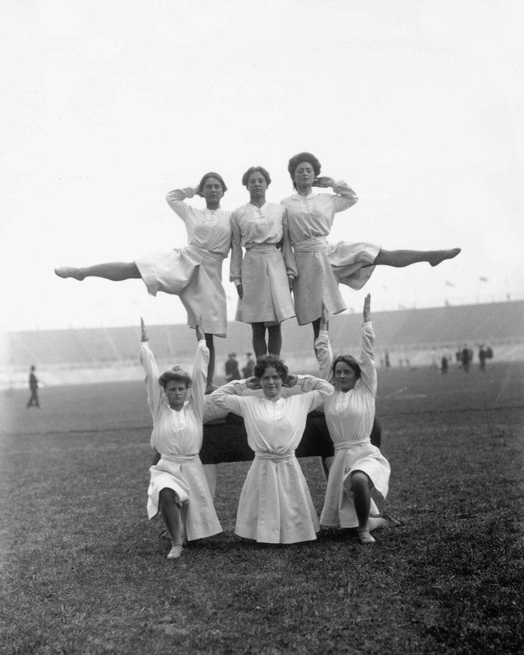 1908年倫敦奧運會丹麥體操運動員在排列隊形。圖文:悅己網