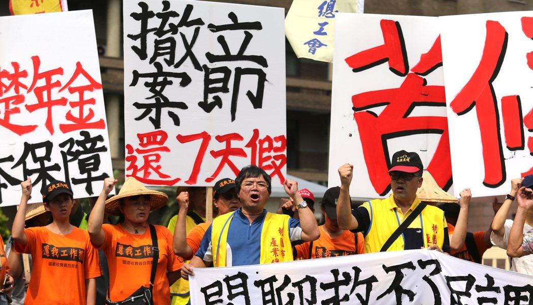 台灣競爭不足,都是因為年輕人只追求低工時與高薪資嗎?有網友就撰文駁斥,「一堆老人...
