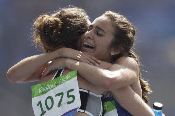 奧運最感人一幕 美跑者帶跌倒對手回終點