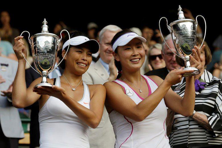 謝淑薇於2013年溫布頓網球公開賽,與中國網球選手彭帥搭檔取得女子雙打冠軍。 圖...
