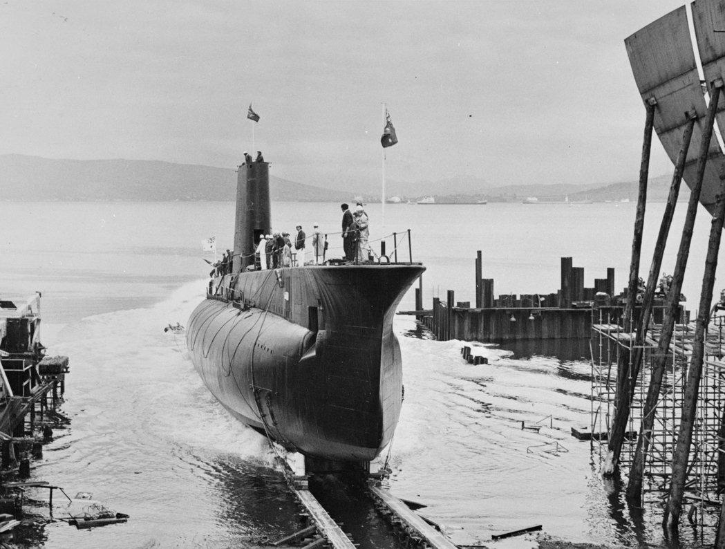 當初澳洲皇家海軍決定建立潛艦部隊,主要肇因於英國預算削減,決定裁撤皇家海軍派駐在...