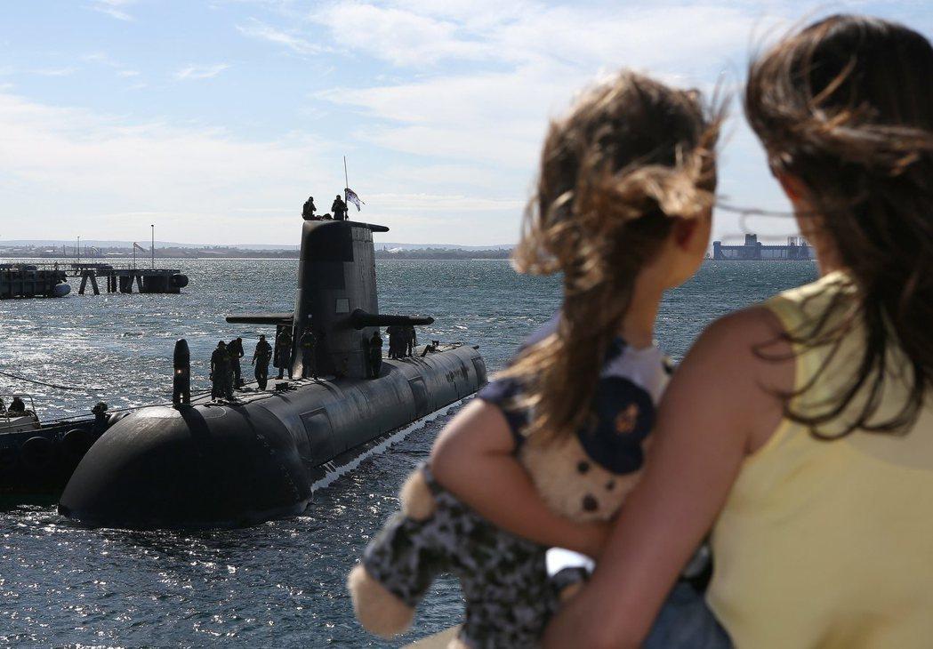 身為一個兩洋國家,澳洲潛艦全球走透透的任務傳統,也被皇家海軍現役的柯林斯級潛艦(...
