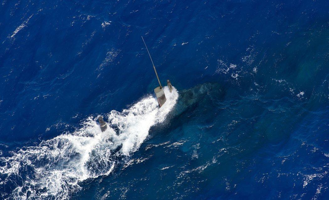 澳洲的潛艦需要進行單程距離長達數千,甚至上萬公里的作戰任務,過程中同時混有近岸及...