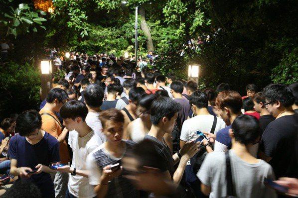 迷你龍現身北投公園 數千寶可夢玩家湧入