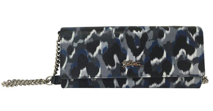 Longchamp經典豹紋Honore鍊帶長夾,13,200元。圖/Longch...