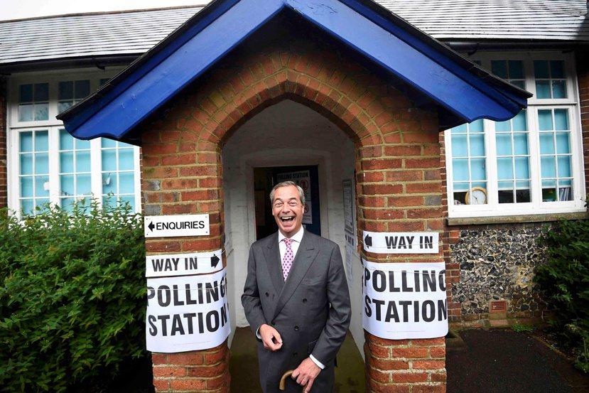 不要輕易嘲諷川普的支持者和投下脫歐票的「英格蘭鄉民」,畢竟民粹並不專屬於哪個特定...