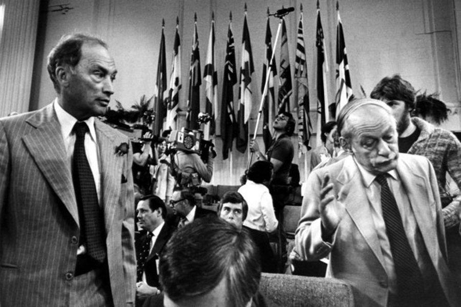 1980年魁北克的獨立公投,也讓老杜總理(左)與力主獨立的魁北克省長勒維克(Re...