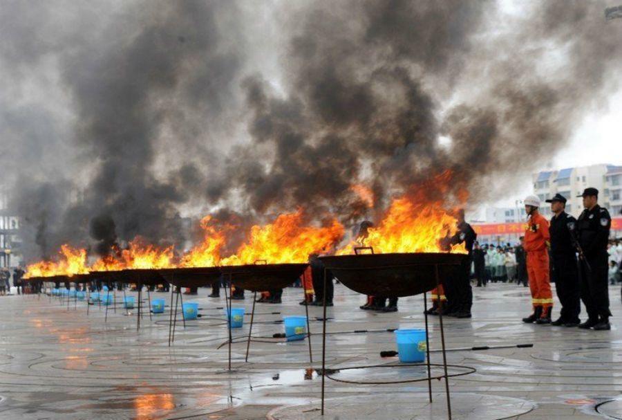 一批達1000公斤的毒品在中越邊境被查獲,後公開銷毀。 圖/新華社
