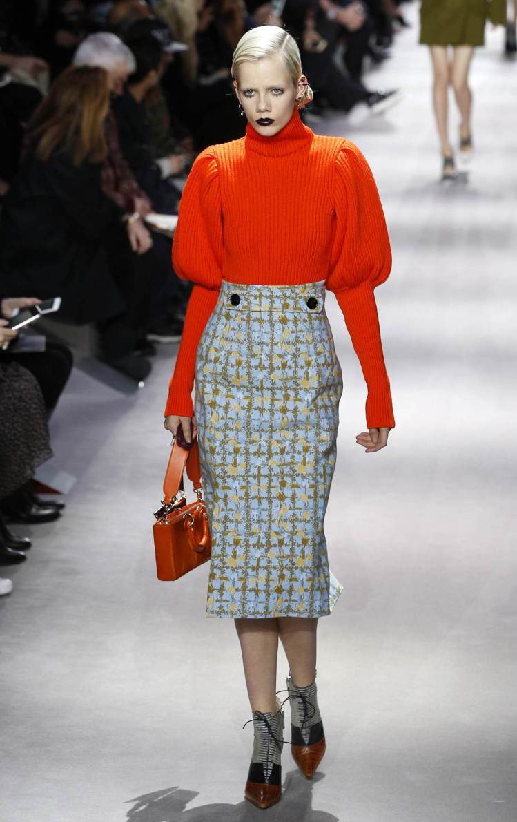 Dior羊腿袖毛衣,帶點宮廷味的優雅浪漫,強調服裝的局部裝飾更能帶出造型感。圖/...