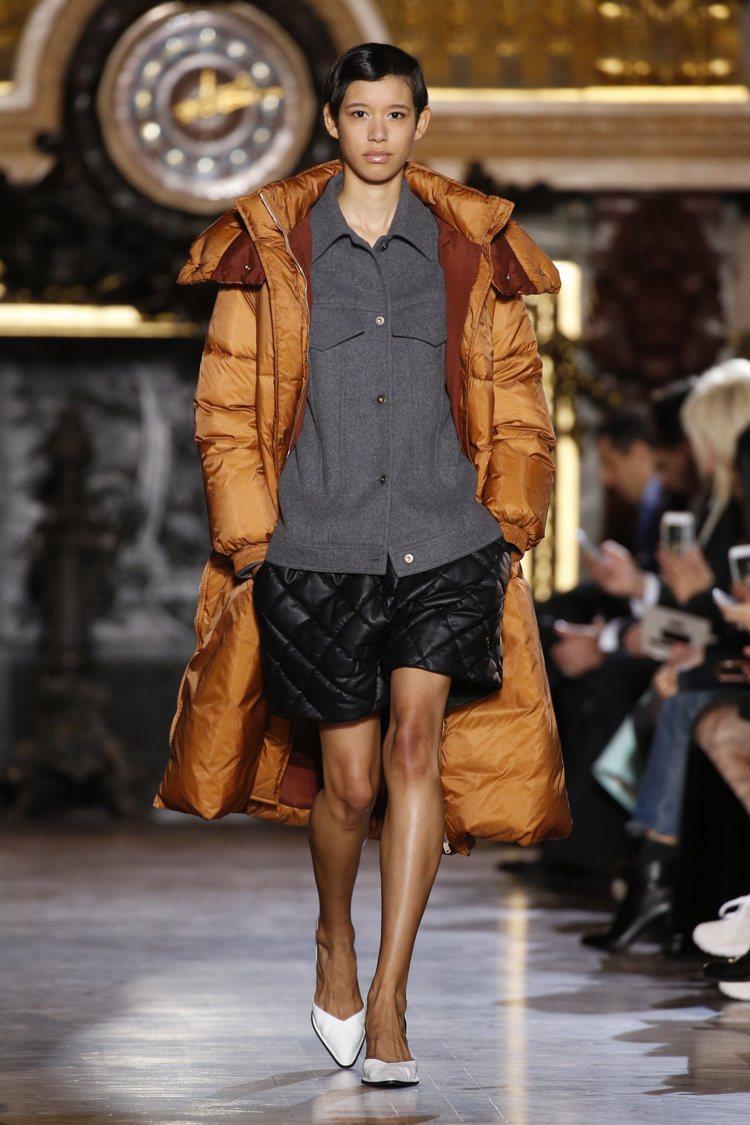 率性的羽絨外套也是展現運動風的最佳單品,圖為Stella McCartney。圖...