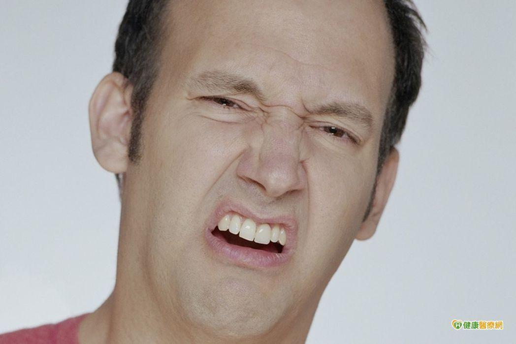 口腔常破洞 恐因缺乏維生素B+C