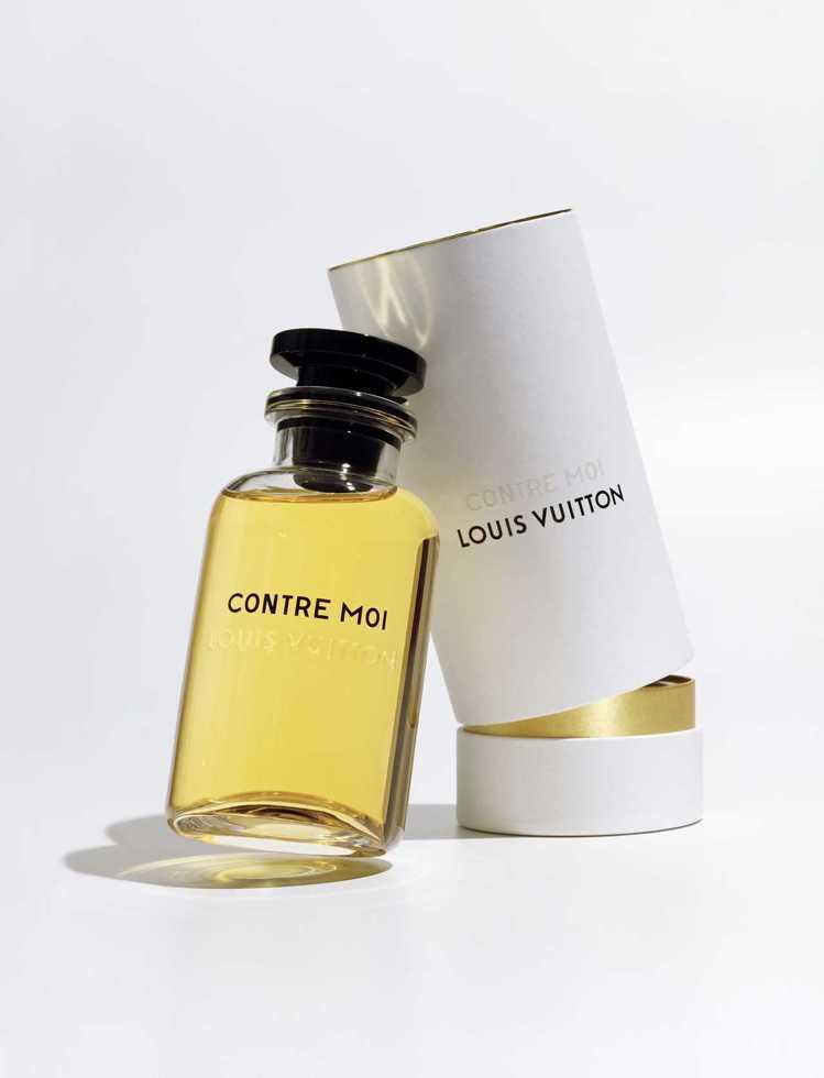 透亮瓶身搭上黑色瓶蓋,蓋上印有LV字樣。圖/摘自crfashionbook