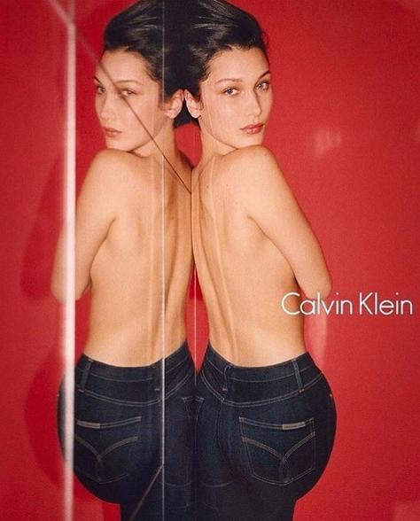 Bella Hadid為Calvin Klein Jeans 裸半身拍攝宣傳照。...