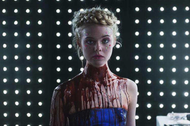 艾兒芬妮《霓虹惡魔》飾演模特兒界的初生之犢,被迫面對業界潛規則的脅迫,以及色情狂...
