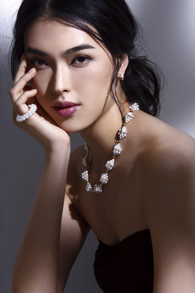 名模王思偉演繹M/G TASAKI PYRAMID PEARLS系列系列珠寶。圖...