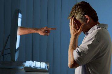 是誰促使數位霸凌的到來?