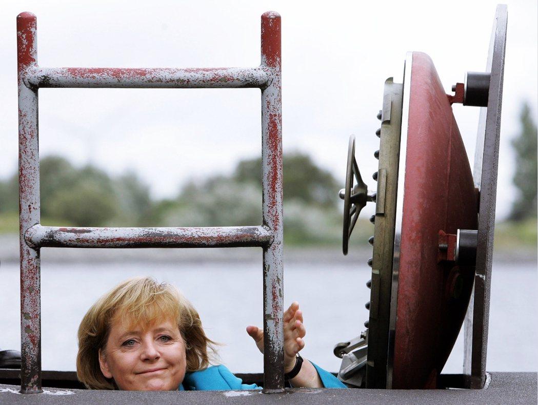 德國更表示,他們只要200億澳幣就能完成整個柴電潛艦SEA 1000,根本不需要...