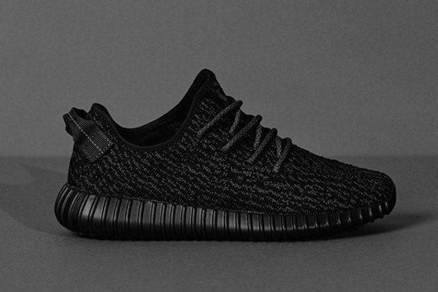 這款Yeezy Boost 350黑鞋,在eBay被鞋頭炒到1萬美元。圖/adi...