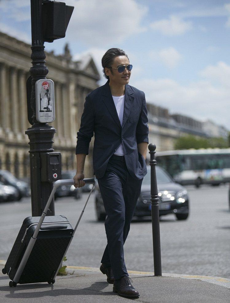 大陸「國民大叔」吳秀波漫步歐洲街頭的新旅伴正是Louis Vuitton全新Ho...