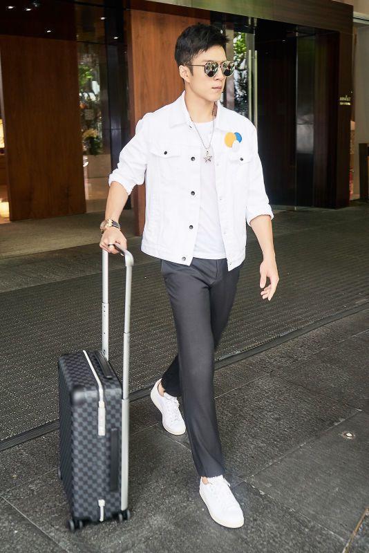 大陸新一代小鮮肉韓東君用Louis Vuitton全新Horizon滾輪行李箱。...