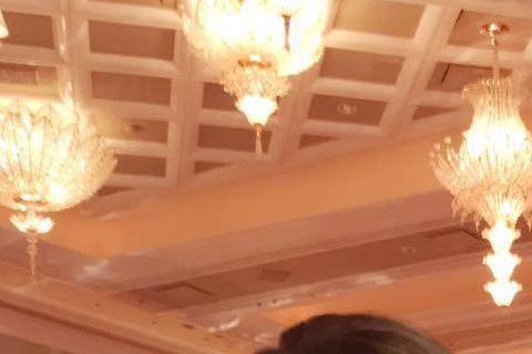 藝人李玟COCO昨(22日)現身澳門賭場參加開幕典禮,還巧遇美國前前加州州長阿諾史瓦辛格,兩個人見面COCO說了句話,逗得阿諾呵呵笑!COCO昨(22日)在微博透露,與阿諾一見如故,還誇讚阿諾的個性...