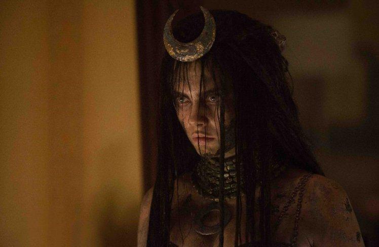 英國超模卡拉迪樂芬妮在電影《自殺突擊隊》中飾演魅惑女巫。圖/華納提供