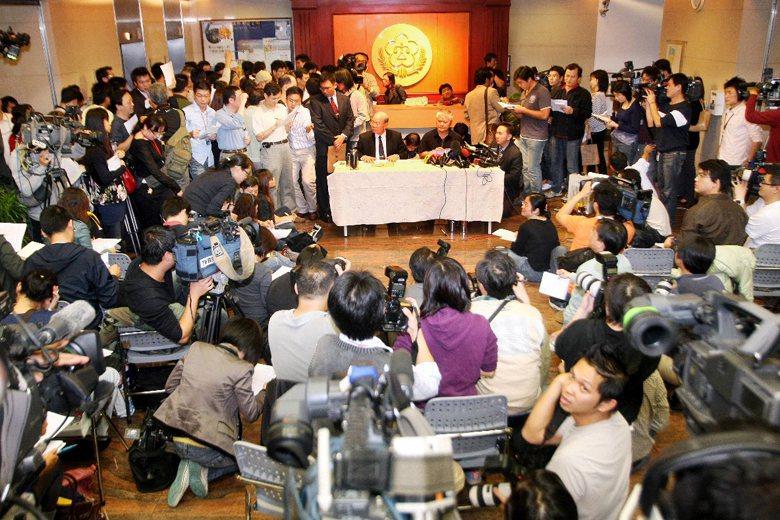 2008年前總統陳水扁涉入洗錢案,特偵組偵結後對陳水扁與吳淑珍依貪污等罪提起公訴。 圖/聯合報系資料照片