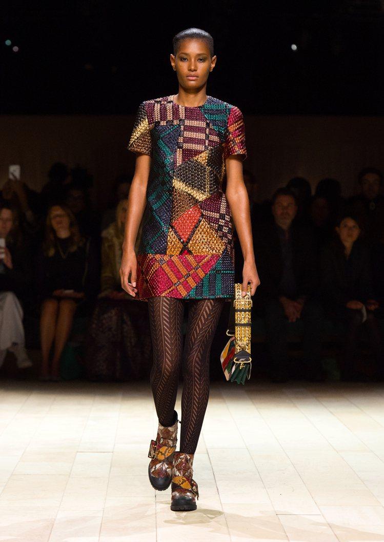 Patchwork包款於2016年2月女裝系列中登場。圖/BURBERRY提供