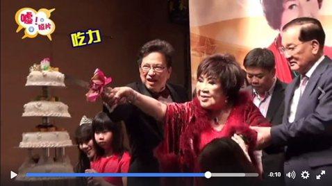 「戲劇之母」周遊24日過慶祝80大壽,還請到了連爺爺來一起慶生耶~話說切不到蛋糕好萌!