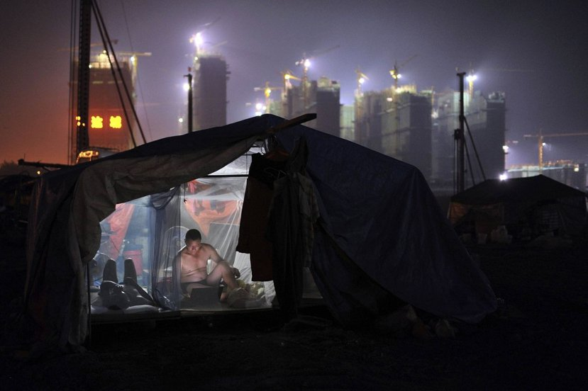對中國而言,傷害最大的恐怕是人口結構,歷經40年的一胎化政策洗禮後,中國勞動力比...