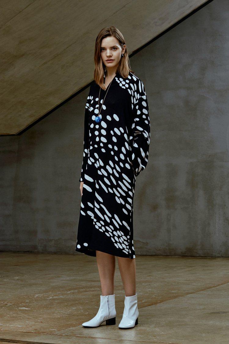 Marimekko秋冬印花洋裝,12980元。圖/永三提供