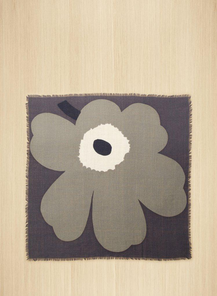 Marimekko罌粟花披巾,3350元。圖/永三提供