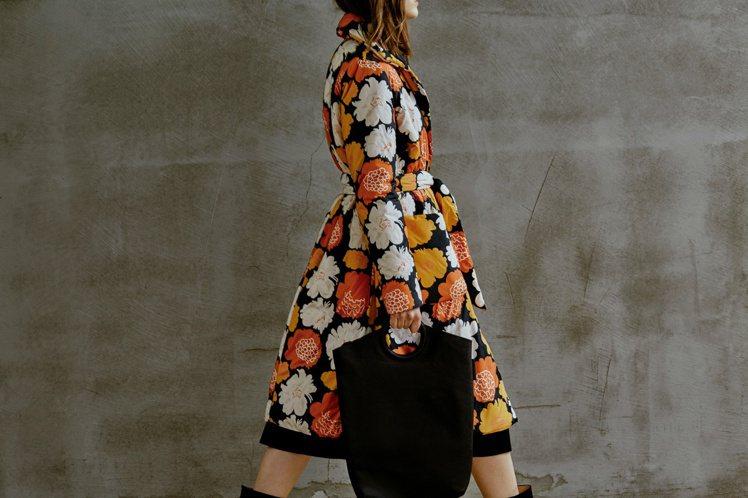 Marimekko秋冬印花洋裝大衣,21680元。圖/永三提供