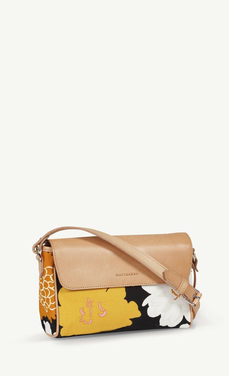 Marimekko牡丹花肩揹包,8500元。圖/永三提供