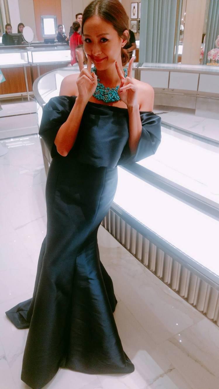 孫芸芸配戴Tiffany海水藍寶與綠松石項鍊,難掩開心的笑。記者江佩君╱攝影