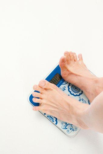 突然間不明原因的體重下降(超過體重的5%)可能是由多種健康問題引起的。 圖片/聯...