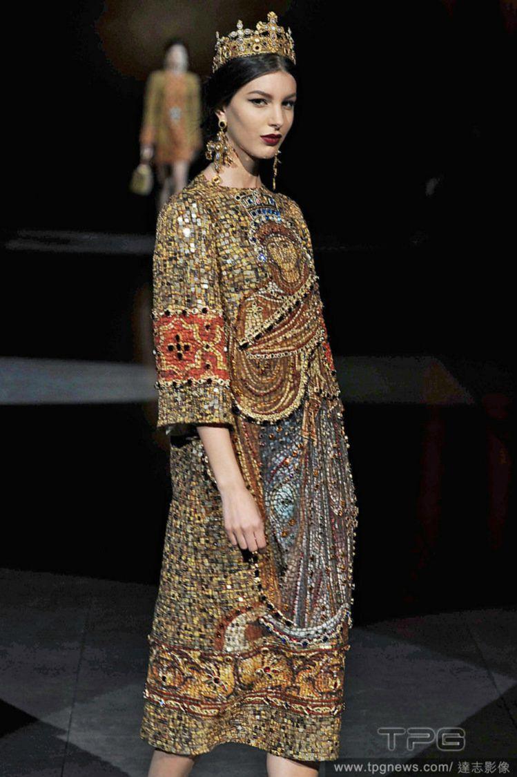 英國聖公會坎特伯雷大主教賈斯汀韋爾比批評時尚界濫用十字架。圖為Dolce &am...