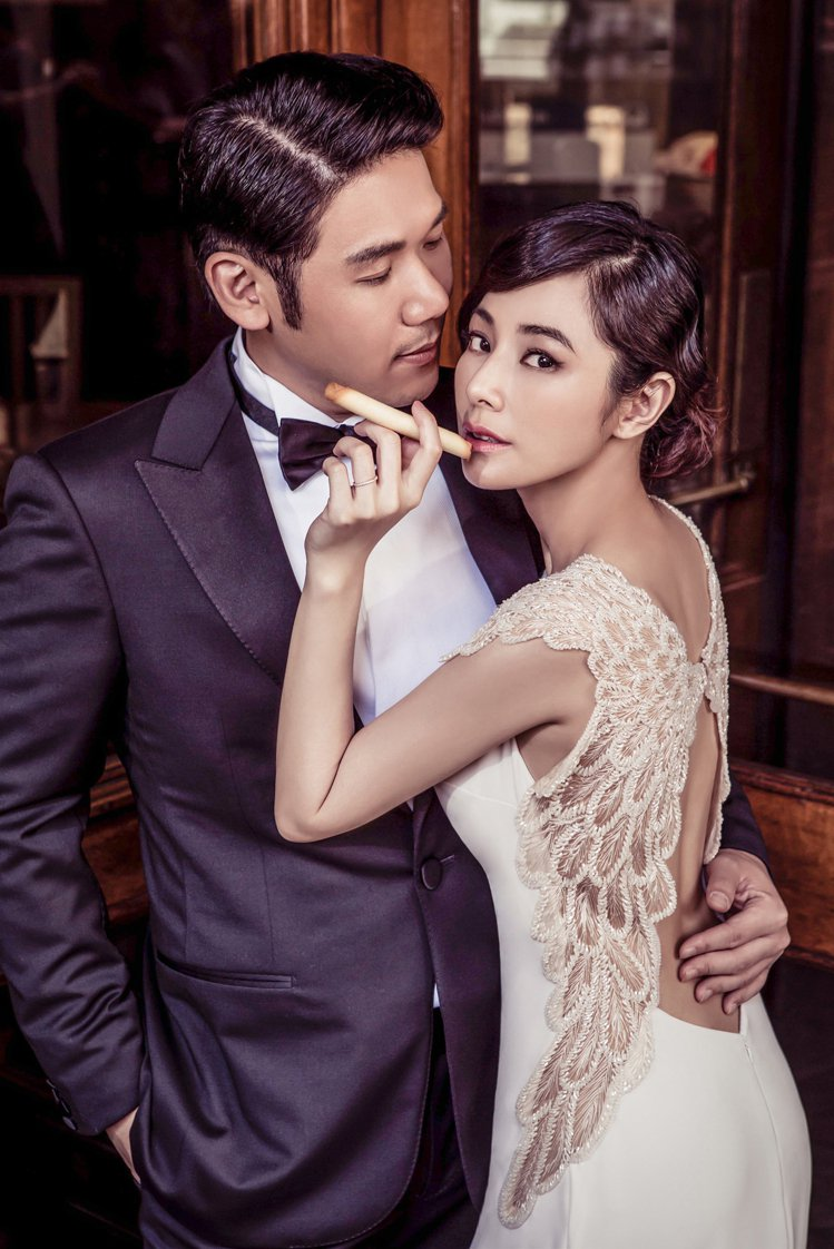 陳怡蓉(右)將嫁給醫美醫生薛博仁。圖/明悅經紀提供