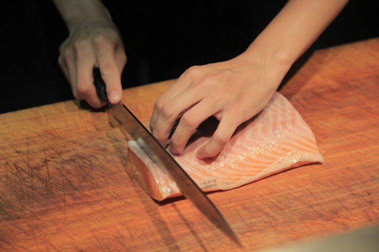 使用砧板要菜肉分開。 本報系資料照