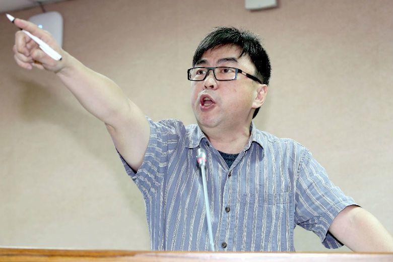 民進黨在花蓮市長補選失利引發的「選輸罵選民」風波,就是標準的放砲型政治人物「爽過...