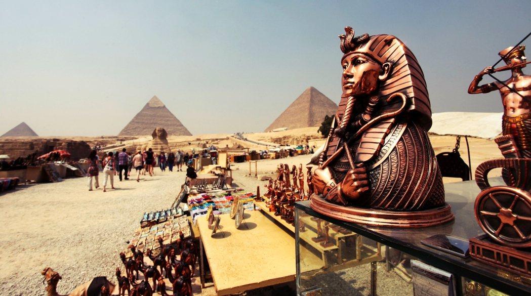觀光業作為埃及經濟的支柱,連鈔票都在助一臂之力:觀光客的那一面,在持續週轉著埃及...