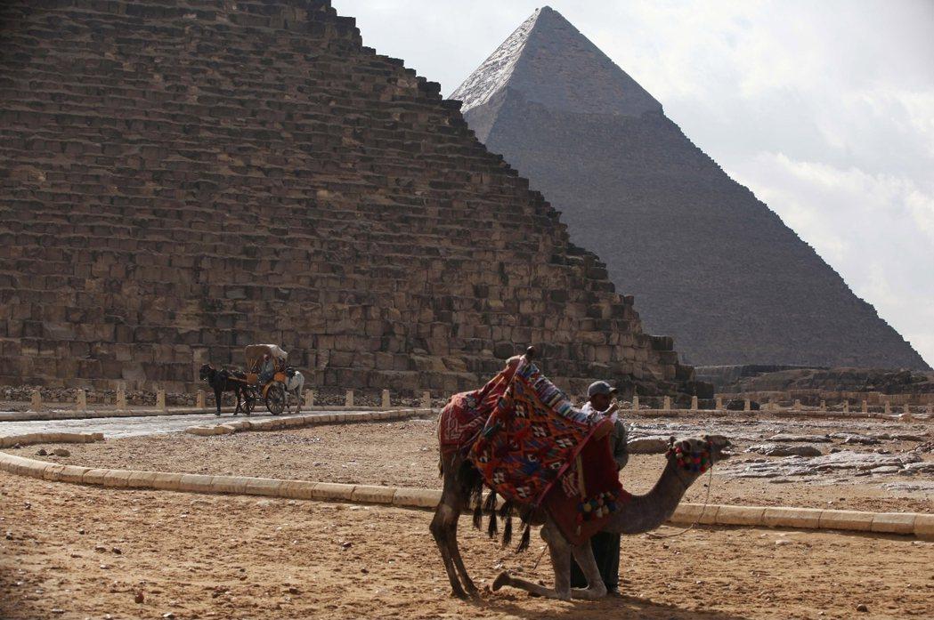我們在埃及的公路上,遇到不少中國背包客,有些還是騎著自行車橫越亞洲大陸的「窮遊者...