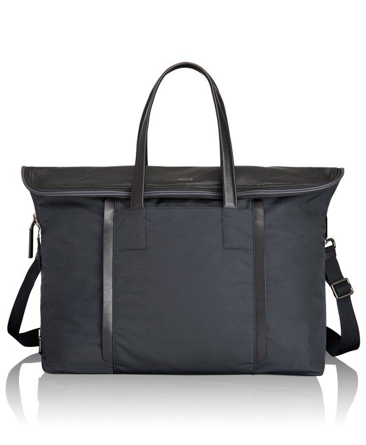 TUMI Haydon系列海軍藍旅行袋,22,500元。圖/TUMI提供