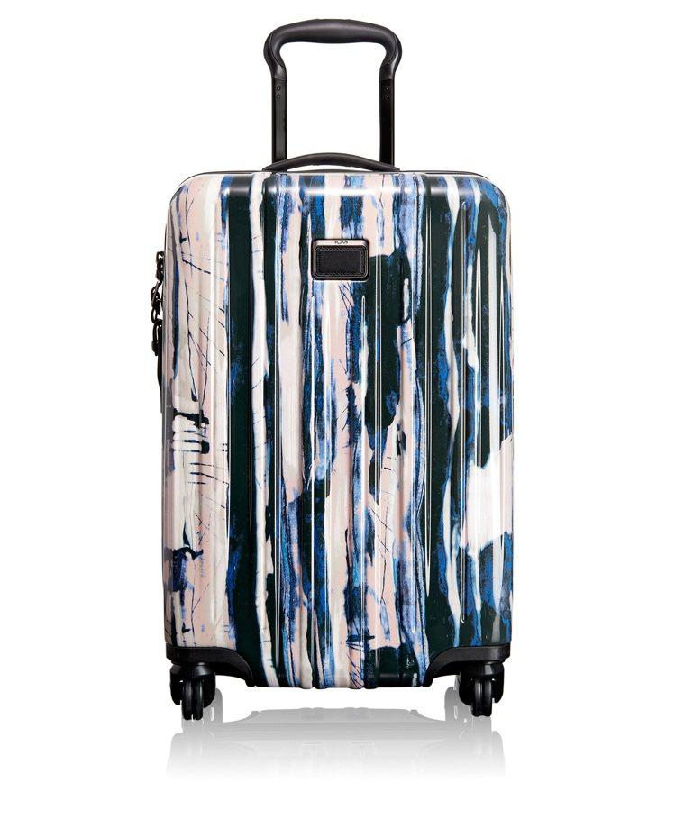 TUMI V3系列20吋瀑布印花藍四輪旅行箱,16,500元。圖/TUMI提供