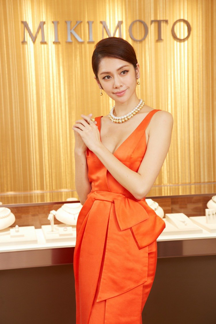 名模廖奕琁詮釋MIKIMOTO頂級珠寶的優雅奢華。圖╱MIKIMOTO提供
