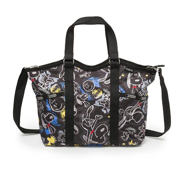 粉筆彩繪托特包,4200元。圖/LeSportsac提供