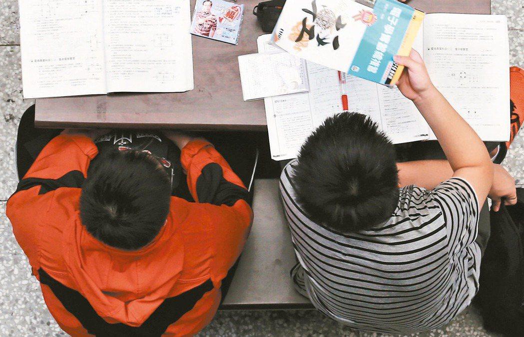 少子化衝擊,今年登記分發,技職校院多達21校缺額逾五成。 報系資料照