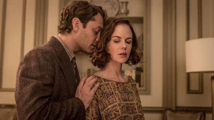 妮可基嫚(右)在新片「天才柏金斯」中飾演作家裘德洛的妻子。圖/傳影互動提供